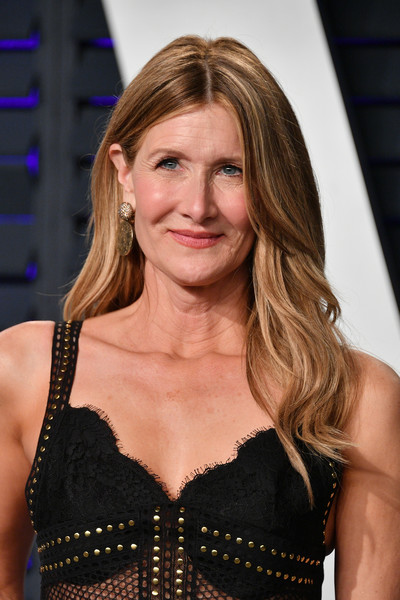 Laura Dern wore a subtly wavy 'do at the 2019 Vanity Fair Oscar party.