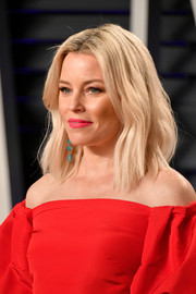 Elizabeth Banks was summer-chic with her textured blonde lob at the 2019 Vanity Fair Oscar party.