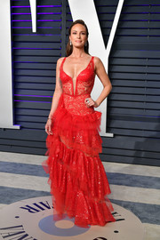 Catt Sadler vamped it up in a tiered red lace gown by Nedret Taciroglu at the 2019 Vanity Fair Oscar party.