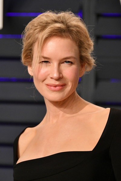 Renee Zellweger sported a messy, poofy updo at the 2019 Vanity Fair Oscar party.