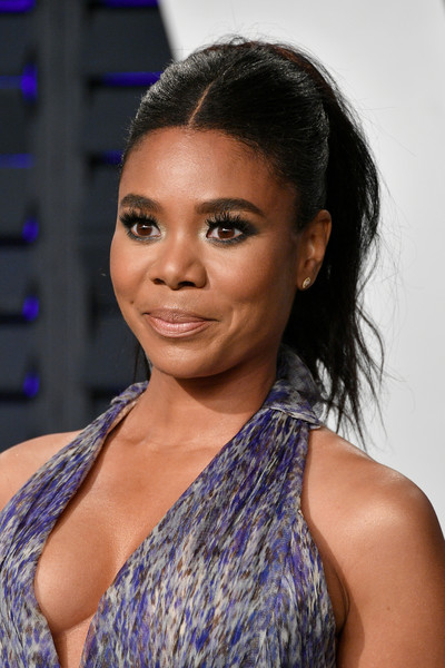 Regina Hall sported a mildly messy ponytail at the 2019 Vanity Fair Oscar party.