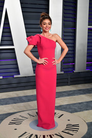 Sarah Hyland looked downright beautiful in a pink one-shoulder column dress by Zac Posen at the 2019 Vanity Fair Oscar party.