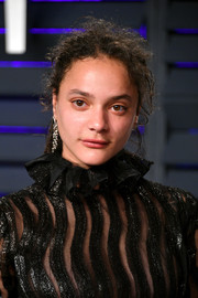 Sasha Lane attended the 2019 Vanity Fair Oscar party wearing a messy ponytail.