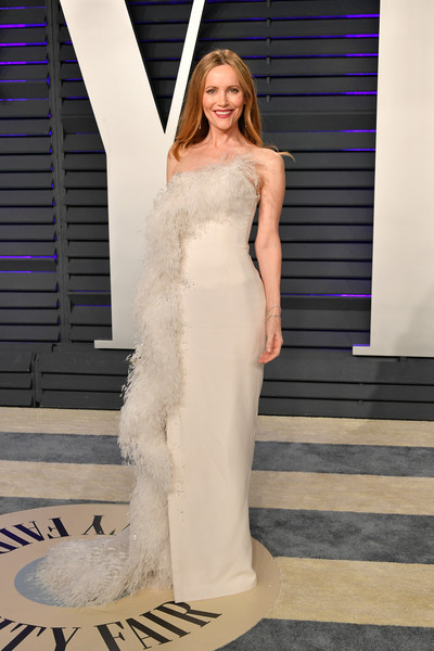 Leslie Mann looked fabulous in a strapless Ralph & Russo Couture gown with feather detailing at the 2019 Vanity Fair Oscar party.