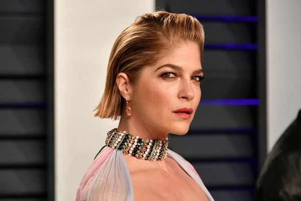 More Pics of Selma Blair Side Parted Straight Cut (9 of 18) - Short  Hairstyles Lookbook - StyleBistro 3899e5e0ee2e5