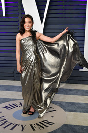 Constance Wu chose a gold Atelier Versace gown with black feather detailing for the 2019 Vanity Fair Oscar party.