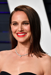 Natalie Portman sported a side-parted 'do with flipped ends at the 2019 Vanity Fair Oscar party.