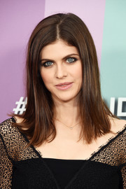 Alexandra Daddario opted for a simple straight hairstyle when she attended the 2019 amfAR Gala Los Angeles.