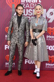 Katy Perry was '50s-chic in a gingham shirtdress by Paskal at the 2019 iHeartRadio Music Awards.
