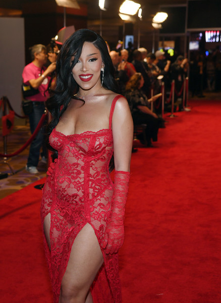 Doja Cat accessorized with a pair of red lace gloves to match her dress at the 2020 Adult Video News Awards.