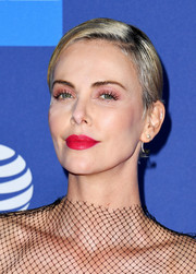 Charlize Theron sported a neat short side-parted 'do at the 2020 Palm Springs International Film Festival Awards.