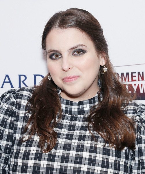 Beanie Feldstein wore her hair down in a subtly wavy style at the 2020 Athena Film Festival awards ceremony.
