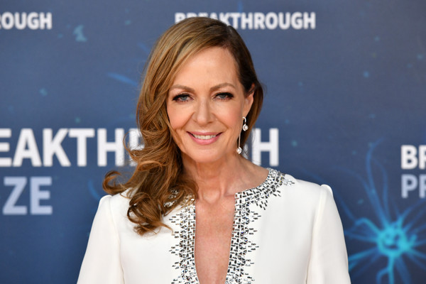 Allison Janney looked glam with her side-swept curls at the 2020 Breakthrough Prize.