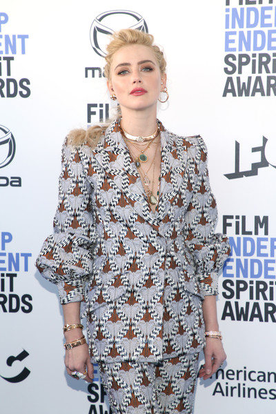 Amber Heard glitzed up her suit with multiple gold bracelets for the 2020 Film Independent Spirit Awards.