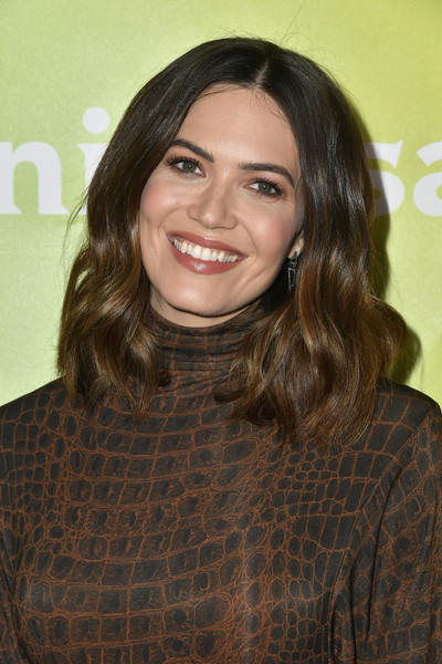 Mandy Moore wore her hair in bouncy waves at the 2020 NBCUniversal Winter Press Tour.