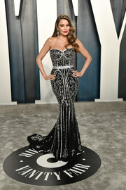 Sofia Vergara showed off her curvy physique in a strapless black and silver corset gown by Dolce & Gabbana at the 2020 Vanity Fair Oscar party.