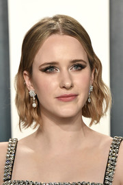 Rachel Brosnahan looked cute with her short, center-parted waves at the 2020 Vanity Fair Oscar party.