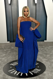 Amandla Stenberg donned a royal-blue Balmain gown for the 2020 Vanity Fair Oscar party.