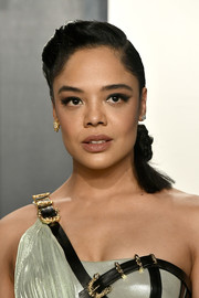 Tessa Thompson styled her hair into a knotted ponytail for the 2020 Vanity Fair Oscar party.