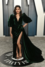 Freida Pinto made a dramatic entrance in a green velvet wrap gown with puffed sleeves and a high slit at the 2020 Vanity Fair Oscar party.