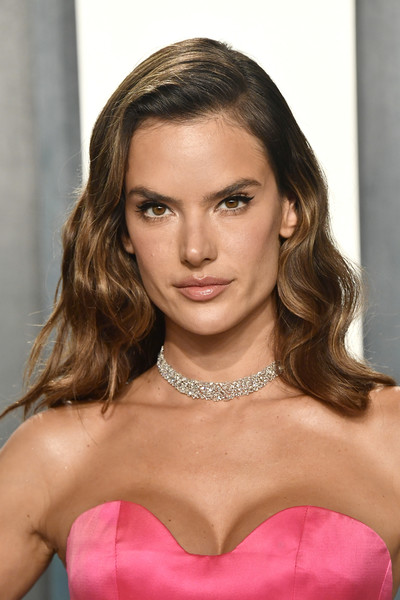 Alessandra Ambrosio looked so beautiful with her long wavy 'do at the 2020 Vanity Fair Oscar party.