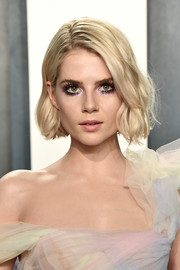 Lucy Boynton looked charming with her wavy bob at the 2020 Vanity Fair Oscar party.