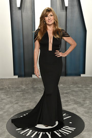 Connie Britton looked alluring in a plunging black mermaid gown by Hamel at the 2020 Vanity Fair Oscar party.