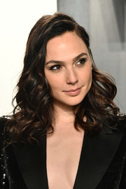 Gal Gadot looked gorgeous with her bouncy curls at the 2020 Vanity Fair Oscar party.