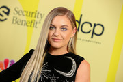 Kelsea Ballerini looked elegant with her long straight 'do at the 2021 Billboard Music Awards.