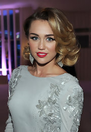 Miley Cyrus wore her shoulder-length bob in glossy curls at the Elton John Oscar viewing party.