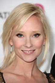 Anne Heche arrived at the 20th Annual Elton John AIDS Foundation Oscar viewing party wearing long fluttery false lashes and shimmery copper eyeliner.