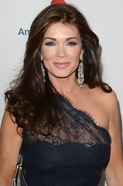 Lisa Vanderpump's long and thick waves looked simply gorgeous on the red carpet.