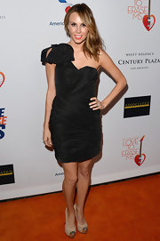 Keltie Colleen chose this black one-shoulder dress that featured a stylish bow shoulder for her look at the Love to Erase MS Gala.