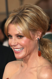 Julie Bowen went for a retro vibe with this teased ponytail during the SAG Awards.