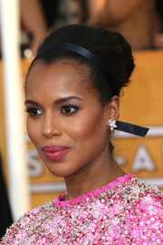 Kerry Washington went for some retro loveliness at the SAG Awards with this voluminous bun, complete with a satin headband.