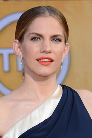 Anna Chlumsky went for classic elegance with this center-parted chignon when she attended the SAG Awards.