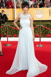 Hannah Simone looked ethereal at the SAG Awards in a white Marchesa gown with a frilly neckline.