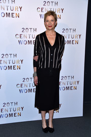 For her shoes, Annette Bening chose a pair of bow-embellished black pumps.