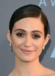 Emmy Rossum styled her look with an elegant pair of dangling diamond earrings.
