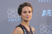 Alicia Vikander attended the Critics' Choice Awards wearing a messy-elegant bun.