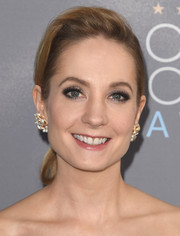 Joanne Froggatt looked youthful and pretty wearing this ponytail at the Critics' Choice Awards.