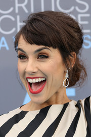 Constance Zimmer sported a playfully stylish messy bun at the Critics' Choice Awards.