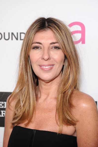 Nina Garcia wore her hair in her signature center part at the Elton John Academy Awards viewing party.
