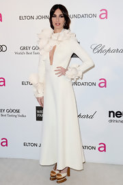Paz Vega showed her daring style at the 2013 Oscar bash with a white long-sleeved gown with ruffle accents.