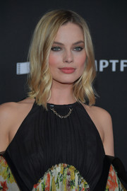 Margot Robbie framed her face with feathery waves for the Hollywood Film Awards.