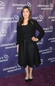 Mayim Bialik sported a classic tweed blazer for at the 'A Night at Sardi's' gala.