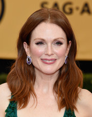 Julianne Moore opted for a casual yet chic wavy style when she attended the SAG Awards.