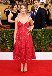 Maisie Williams attended the SAG Awards wearing the most perfectly charming cocktail dress, a red spaghetti-strap, laser-cut number by Self-Portrait.