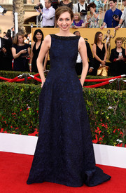 Lauren Lapkus went for classic elegance in a navy Badgley Mischka brocade gown at the SAG Awards.