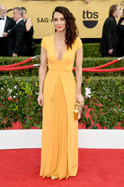Mozhan Marno attended the SAG Awards wearing a cleavage-revealing yellow gown.